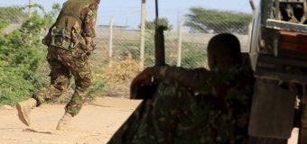 Askar Kenyaan ah oo Ciidamada isaga baxaya tan iyo waqtigii ay Kenyaanku soo galeen Ciidda Soomaaliya.