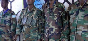 Askar KaTirsanaa Ciidamada Dawlada Federalka oo Dhaq-Dhaqaaqa Al-shabaab Soo Bandhigeen Sheegeena in ay Isusoo Dhiibeen.