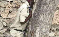 Sarkaal Ka Tirsan Boolis Somalia Oo Sida La Sheegay Isku Daldalay Muqdisho.(Daawo Sawiro)